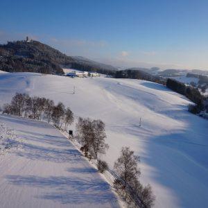 HÖF15 Rastplatz im Winter 2018 mit Blick auf die Burgruine Waxenberg